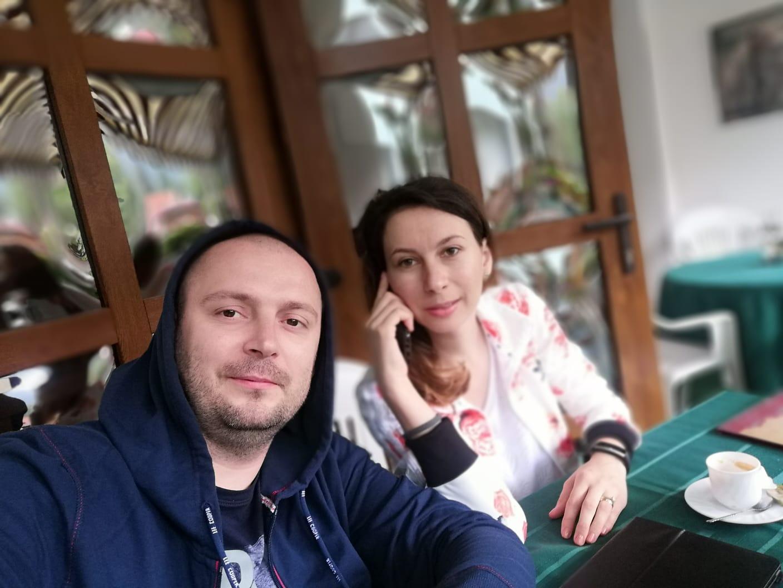 """O pizza la pachet,un cuplu fericit și de restul… Doamne ajută! Povestea """"Pepperonis"""" din Craiova sau cum o afacere de familie poate aduce calitatea la tine acasă"""